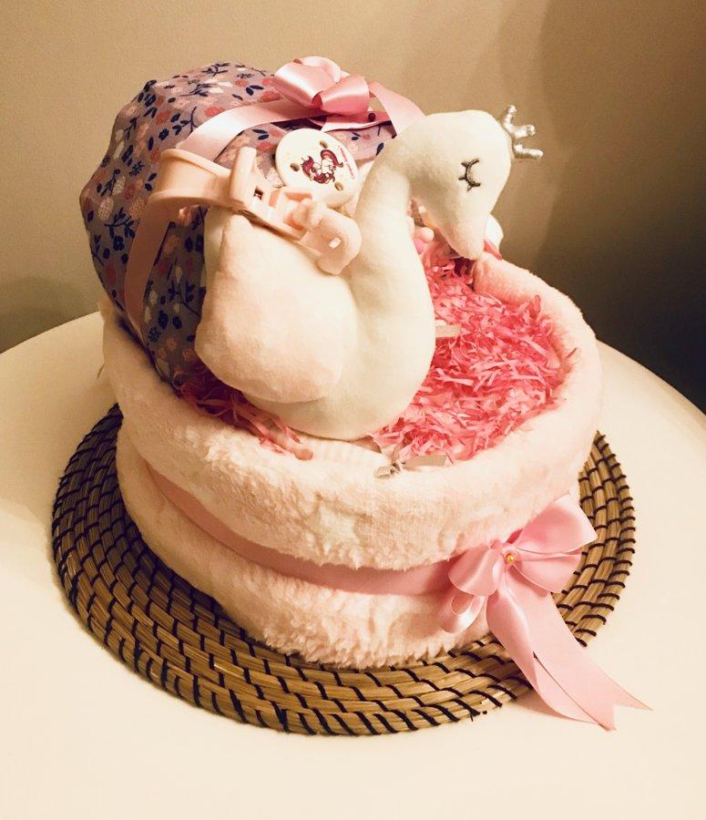 Pamperu torte Gultiņa ar knupiša turētāju